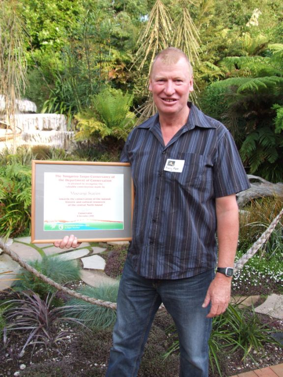 Barry Pope with his well deserved Conservation Award